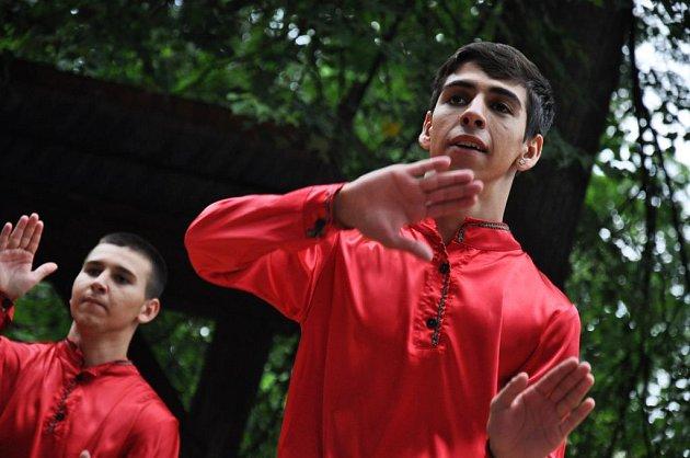 Vsobotu 21.července 2012se vkomorním amfiteátru Dřevěného městečka ve Valašském muzeu vpřírodě vRožnově pod Radhoštěm uskutečnil 18.ročník mezinárodního festivalu Romská píseň