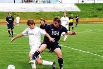 Poslední červencový týden využily valašské kluby k posledním přípravným zápasům. Divizní Valašské Meziříčí (tmavé dresy) přivítalo FC Vsetín a zvítězilo vysoko 5:1