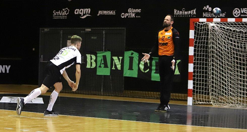 Extraligoví házenkáři Zubří ovládli druhý zápas čtvrtfinále play-off v Karviné 30:29 po sedmimetrových hodech a vyrovnali stav série na tři vítězství na 1:1.