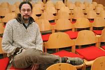 Režisér Marcel Sladkowský připravuje s herci vsetínského Divadla v Lidovém domě premiéru venkovského dramatu Advent podle knižní předlohy spisovatelky Jarmily Glazarové.