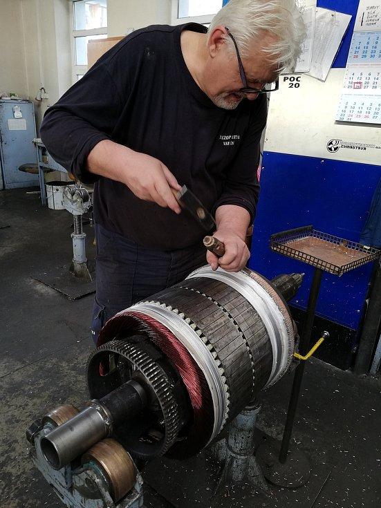 Motorový vůz M 290.002 známý jako Slovenská strela se dočkal v letech 2018-2020 opravy. Hnacího agregátu se ujala firma Mezopravna Vsetín. Navíjení rotoru generátoru G28 - pan Palubják