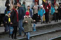 Vsetínští a Hověžští skauti přivezli v sobotu 21. prosince 2019 na vsetínské nádraží betlémské světlo. Opatrovala jej také Julie Esteřáková ze vsetínského oddílu.