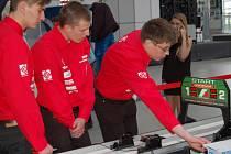 Šestičlenný tým studentů Střední odborné školy Josefa Sousedíka ve Vsetíně se před několika dny zúčastnil celonárodního šampionátu modelů F1. V Plzni skončil vsetínský Raw Team na šestém místě.
