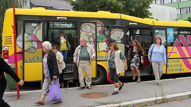 Autobus MHD ve Valašském Meziříčí. Ilustrační foto
