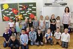 Základní škola Staré Město třída 1.B s třídní učitelkou Barborou Jančaříkovou.