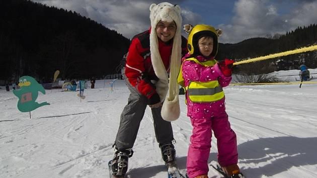 Výuka lyžování hravou formou.