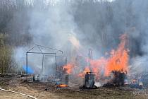 Ve vsetínské místní části Skalník hořely dvě chaty