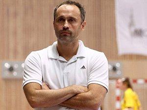 Trenér házenkářů Robe Zubří Dušan Poloz po odchodu některých opor skládá nový tým.