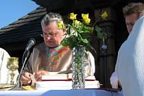 Kardinál Dominik Duka sloužil mši na Radhošti. Jeho slovům naslouchaly tisíce poutníků.