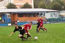 Fotbalisté Vsetína (červené dresy) doma po boji porazili Zubří 4:3.