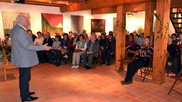 Známý hudebník Felix Slováček vystupuje v pořadu Host na Soláni v Informačním centru Zvonice na Soláni; Karolinka, Soláň, sobota 13. října 2012.