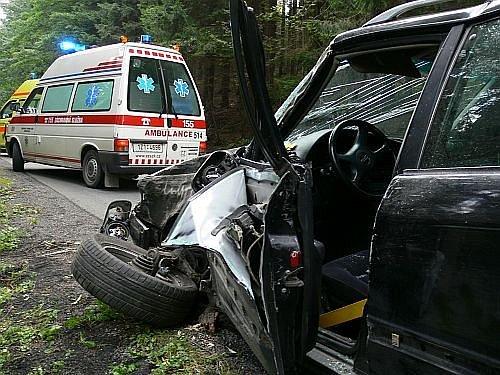 Podnapilý šofér havaroval v lese.