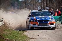Karlovická posádka Mirek Jakeš – Tomáš Jakeš na voze Mitsubishi Lancer EVO IX na trati Horácké rally.