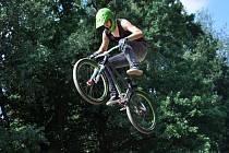 Šestý ročník soutěže freestylových bikerů v bikeparku v Zubří; sobota 2. srpna 2014