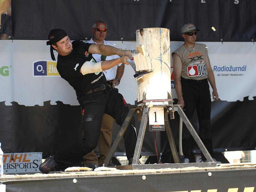 Dřevorubecký sport je náročný na fyzičku, vyžaduje ale také dokonalou techniku.