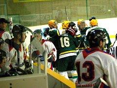 Hokejisté Vsetína (zelené dresy) . Ilustrační foto.