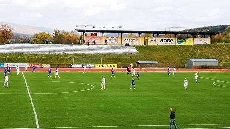 Fotbalisté Valašského Meziříčí ve 13. kole divize E zdolali poslední Holešov 1:0.