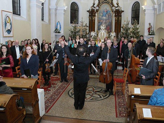 Pěvecký sbor Sonet uspořádal ve středu 27. prosince 2017 v kostele Nanebevzetí Panny Marie tradiční vánoční koncert.