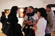 Mezinárodní den tance oslavili ve Valašském Meziříčí slavnostním zahájením výstavy tanečních fotografií.
