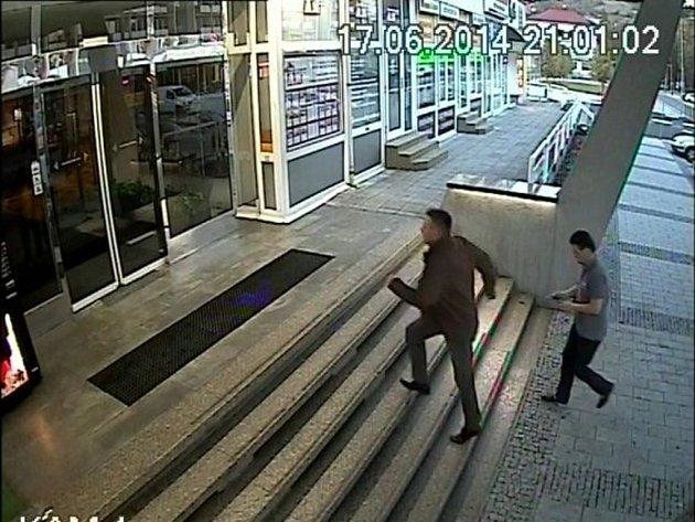 Záznamy z kamerového systému v hotelu Vsacan ve Vsetíně, zveřejněné vsetínskou policií v souvislosti z krádežemi v hotelu.