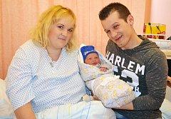 Chlapeček Sebastian Marek (obě jména jsou křestní), který se narodil vporodnici Nemocnice Valašské Meziříčí se ve středu 28. března v11:33 hodin, vážil obdivuhodných 5150 gramů a měřil 55 centimetrů. Na snímku s maminkou Hanou a otcem Mariusem zValašsk