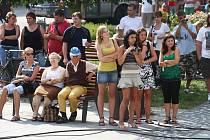Na vsetínském Dolním náměstí se v úterý 18. srpna koncertovalo. Hudebníci pořádali sbírku pro povodní zatopenou obec Hodslavice.
