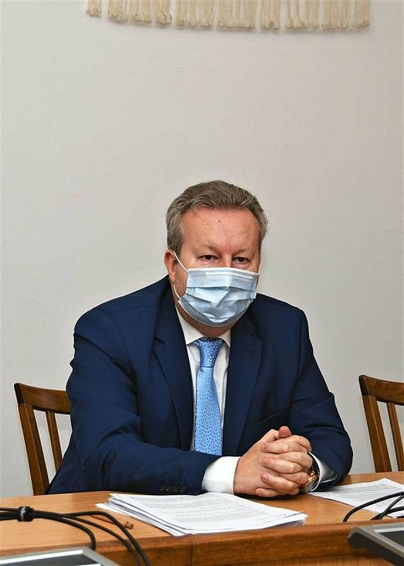 Ministr životního prostředí ČR Richard Brabec (ANO) při jednání o ekologické havárii na řece Bečvě; pátek 27. listopadu 2020