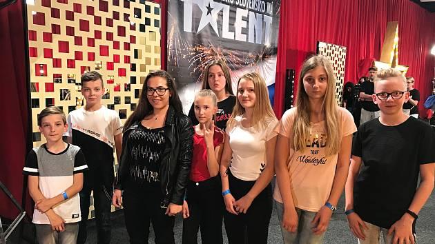 Vsetínská dětská kapela Docela postoupila do Bratislavského semifinále soutěže Česko Slovensko má talent. V úterý 5. června 2018 se zúčastnili natáčení medailonků, rozhovorů a pak porotě zazpívali píseň Jirkova Svačina.