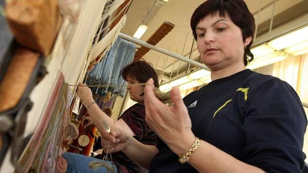 Některé z exponátů restaurovali v meziříčské gobelínové manufaktuře.