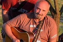 Milan Bezděk z Hranic pomáhá na festivalu Starý dobrý western v Bystřičce už od roku 2001.