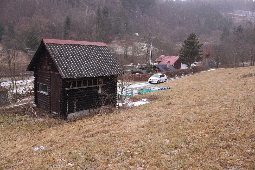 Na vleku v Jasenné se mohli lyžaři vozit nahoru již v roce 1966. Po více jak padesáti letech zeje prázdnotou a postupně se vlek demontuje.