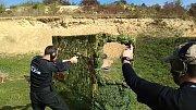 Strážníci rožnovské městské policie mají za sebou úspěšné tažení střeleckými soutěžemi v letošním roce (2018). Ziskem jednoho prvního, pěti druhých a dvou třetích míst potvrdili svou vysokou střeleckou úroveň. Na snímku: Michal Vašut
