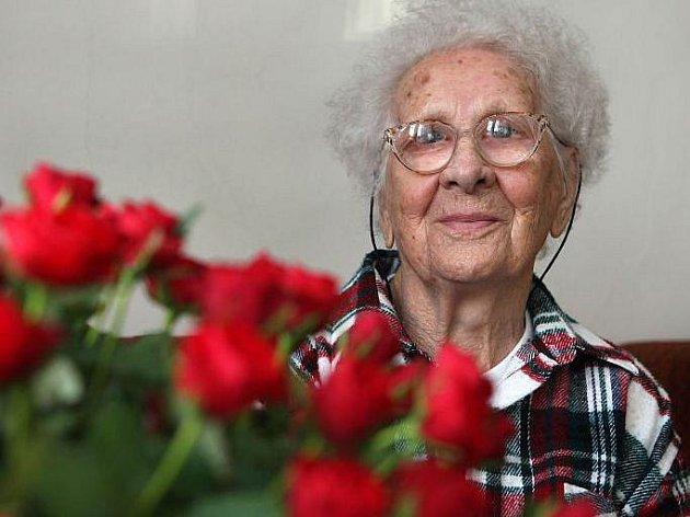 Rušný den zažila v úterý 2. března Vlastimila Češková z Jarcové na Vsetínsku. Oslavila totiž neuvěřitelných sto pět let.