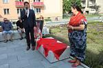 Ve Vsetíně slavnostně otevřeli ve čtvrtek 25. června 2020 nové náměstí Jarmily Šulákové. Starosta Vsetína Jiří Růžička a dcera Jarmily Zuzana Pavlůsková také odhalili pamětní desku.