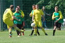 Vsetínská IV. třída – fotbalisté Kladerub (žluté dresy).