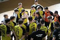 Házenkáři Zubří (ve žlutém) proti Karviné rozhodující 5. zápas čtvrtfinále play-off nezvládli a o medaile si nezahrají.
