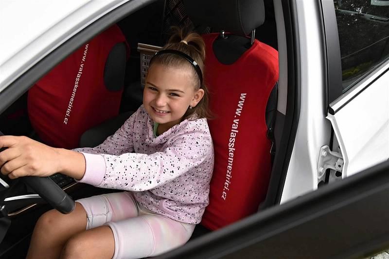 Valašské Meziříčí hostilo 4. ročník Srazu elektromobilů na Valašsku. K vidění bylo na pět desítek automobilů, elektrokola a dětské motocykly na elektrický pohon a také elektrobus; sobota 28. srpna 2021