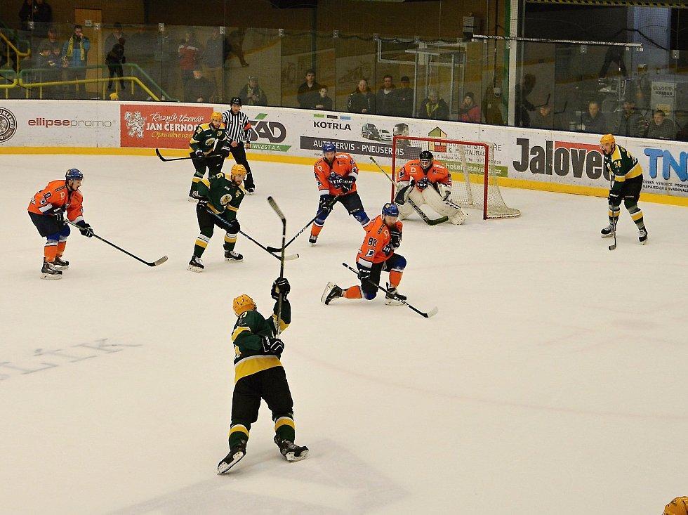 Vsetínští hokejisté ve čtvrtek na Lapači zvládli třetí utkání semifinálové série s Hodonínem a zvítězili 5:2. V sobotním utkání na ledě soupeře mohou hokejisté Vsetína sérii rozhodnout a postoupit do finále.