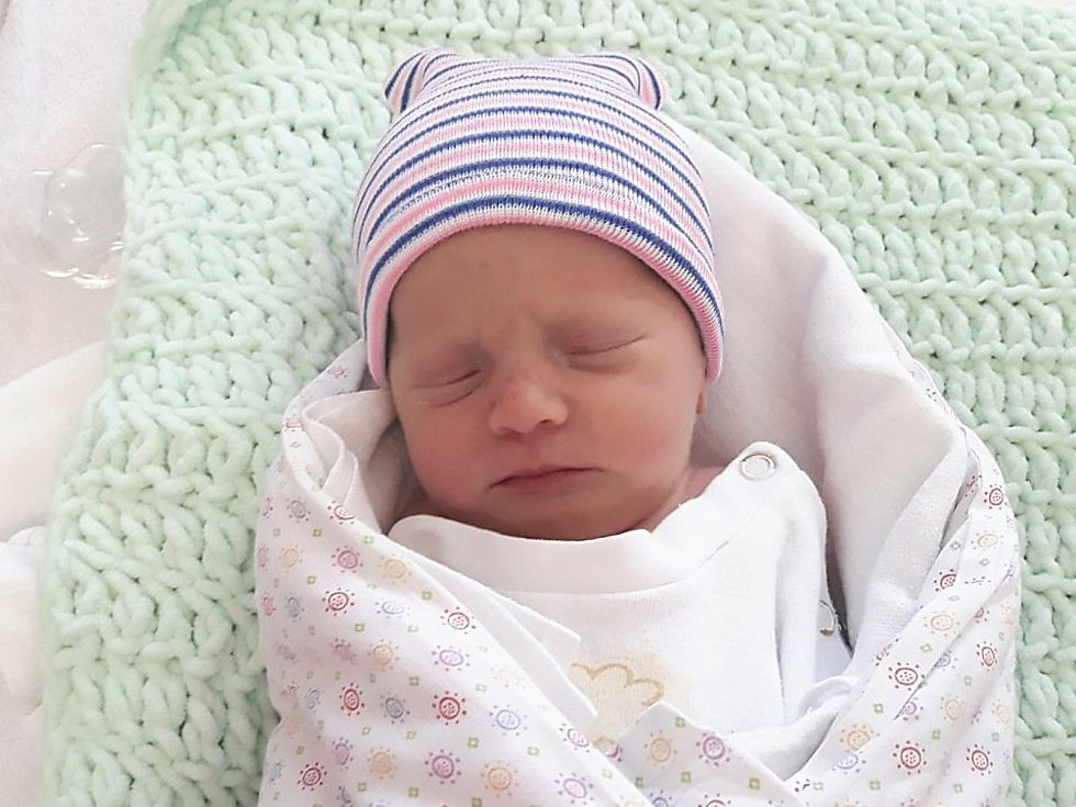 Lenka Binderová, Valašské Meziříčí, narozena 11. května ve Valašském Meziříčí, míra 47 cm, váha 2800 g