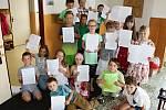 Pro vysvědčení si přišli v pátek 30. června žáci druhé třídy Základní školy Integra Vsetín.