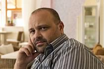 Šéfredaktor literárního časopisu Texty Pavel Kotrla.