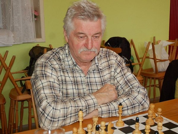 Václav Hradil, jeden ze zakladatelů braneckého turnaje, při jednom ze zápasů na 40.ročníku.