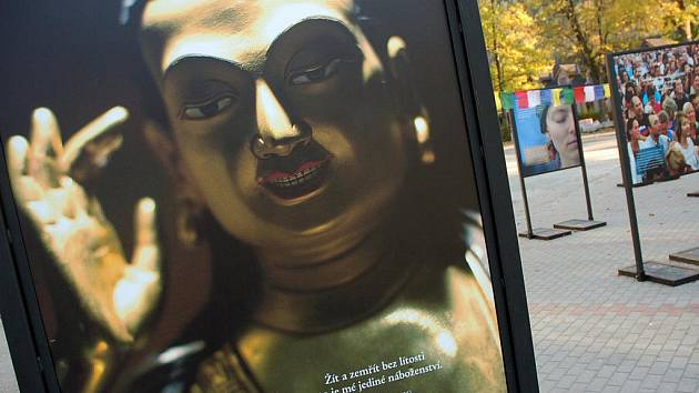 Na Valašsku má tento víkend svou zastávku buddhistický festival Prostor mysli, který začal už v úterý v Olomouci. V sobotu 9. října večer přednášela v centru tibetského buddhismu Diamantové cesty ve Velkých Karlovicích polská tibetoložka Marie Przyjemská