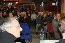 Obyvatelé Rybníků v úterý v podvečer diskutovali o možných změnách dopravy na sídlišti.