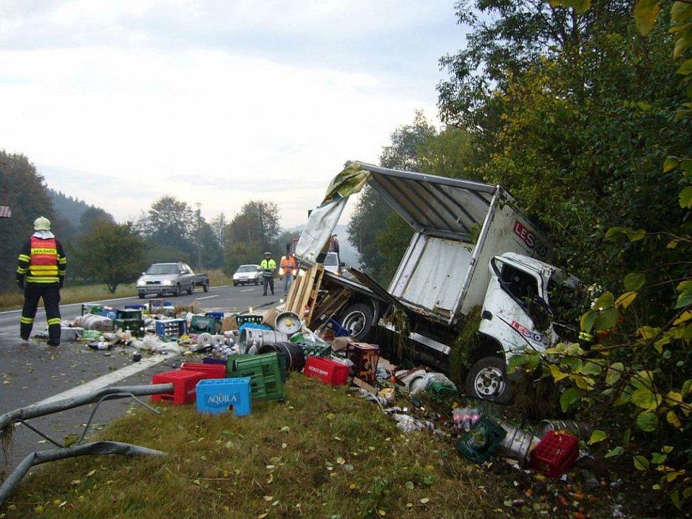 Nehoda nákladního auta u obce Liptál.