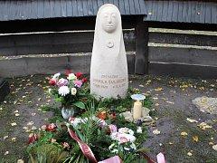 Na Valašském Slavíně v Dřevěném městečku přibyla k velikánům zdejšího regionu další významná osobnost, mimořádná zpěvačka a královna lidových písní Jarmila Šuláková.
