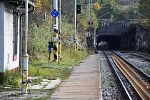 Ve Střelné na Hornolidečsku se pomalu schyluje k rekonstrukci železničního tunelu ze třicátých let 20. století. Současně bude vyměněno také několik kilometrů kolejí.