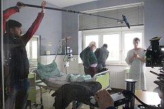 V Nemocnici Vsetín pokračovalo natáčení třináctidílného seriálu Strážmistr Topinka. V něm se představí herci jako Miroslav Donutil, Robert Mikluš, Jiří Bartoška nebo Ivan Lupták.