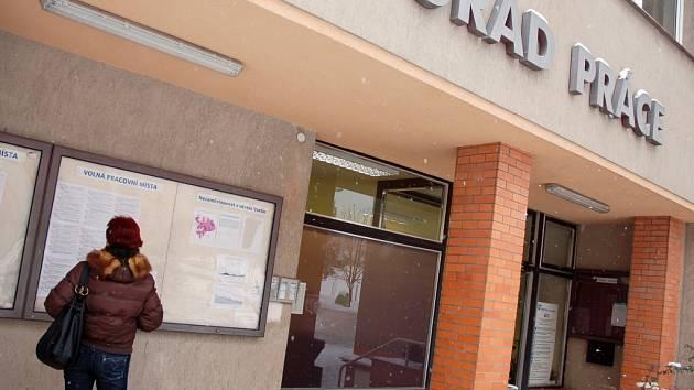 Úřad práce ve Vsetíně zaznamenal zvýšený počet nezaměstnaných.