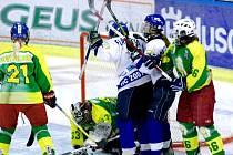 Hokejisty Vsetína (v zelených dresech).